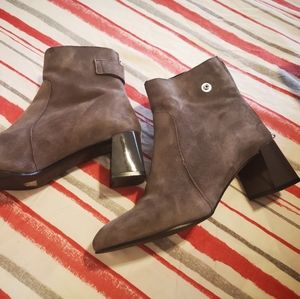 L'Intervalle booties